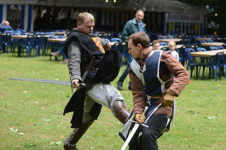 De Pynnock Ridders aan het werk tijdens de Kesselse Feesten.