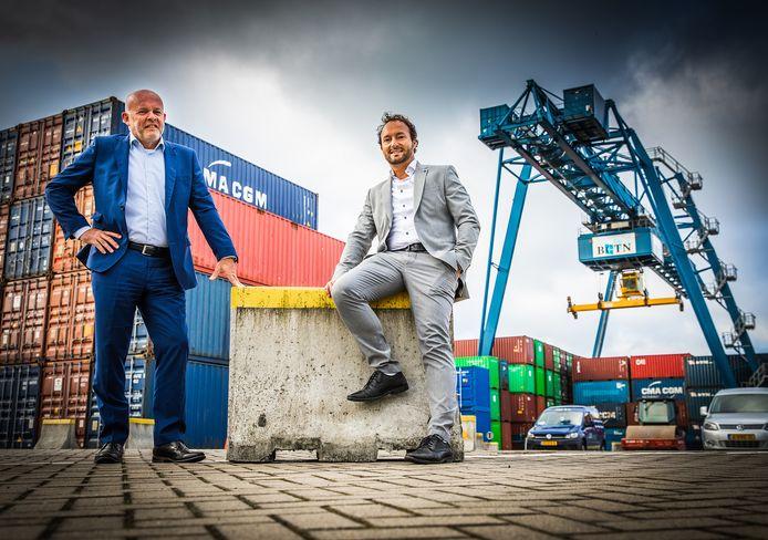Joop Mijland (links) en Peter de Witte op het terrein van Containerterminal Alblasserdam.