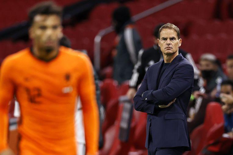 Owen Wijndal (L) en bondscoach Frank de Boer tijdens de vriendschappelijke wedstrijd tussen Nederland en Mexico in de Johan Cruyff. Beeld ANP