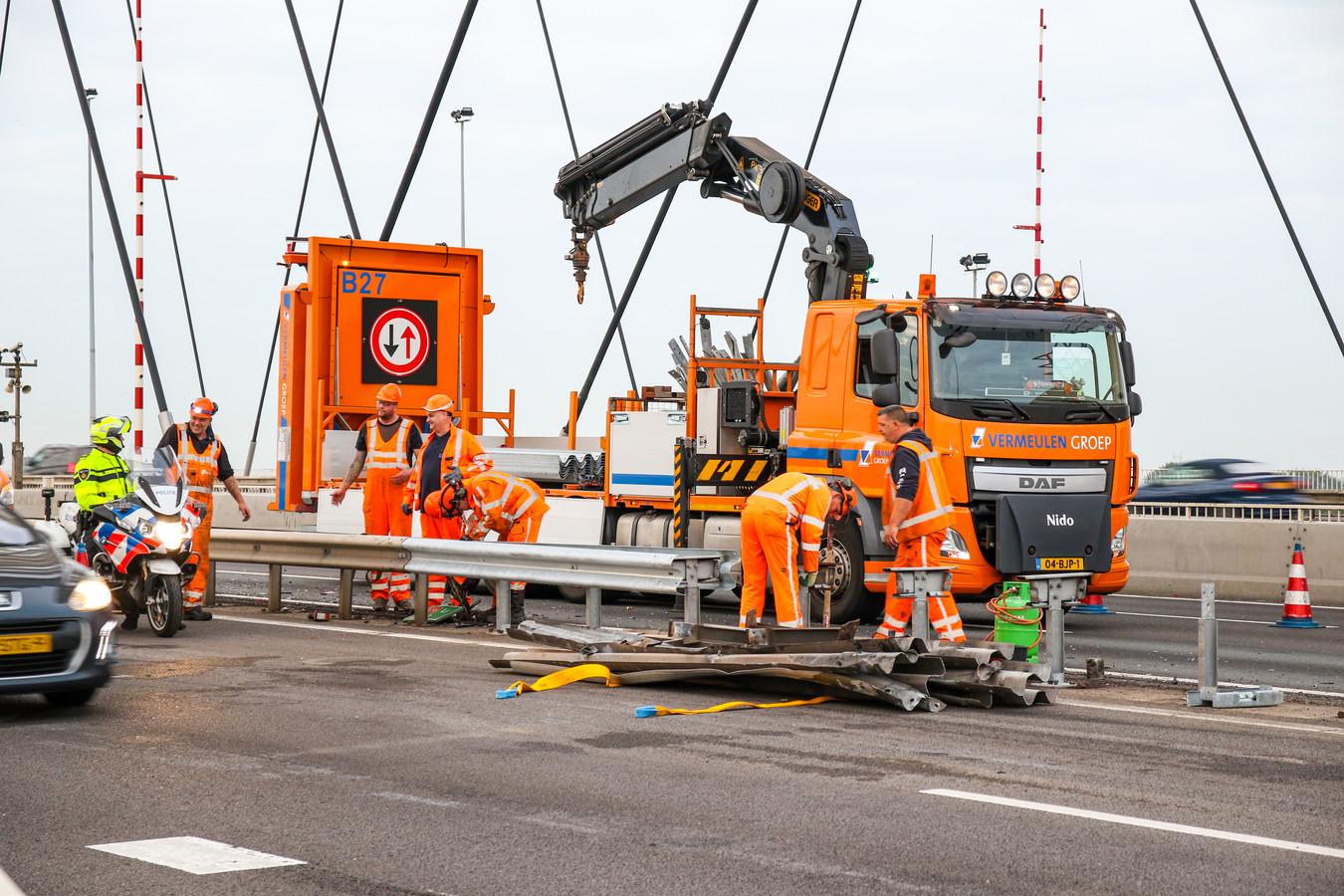 De A16 was gedeeltelijk afgesloten door herstelwerkzaamheden.