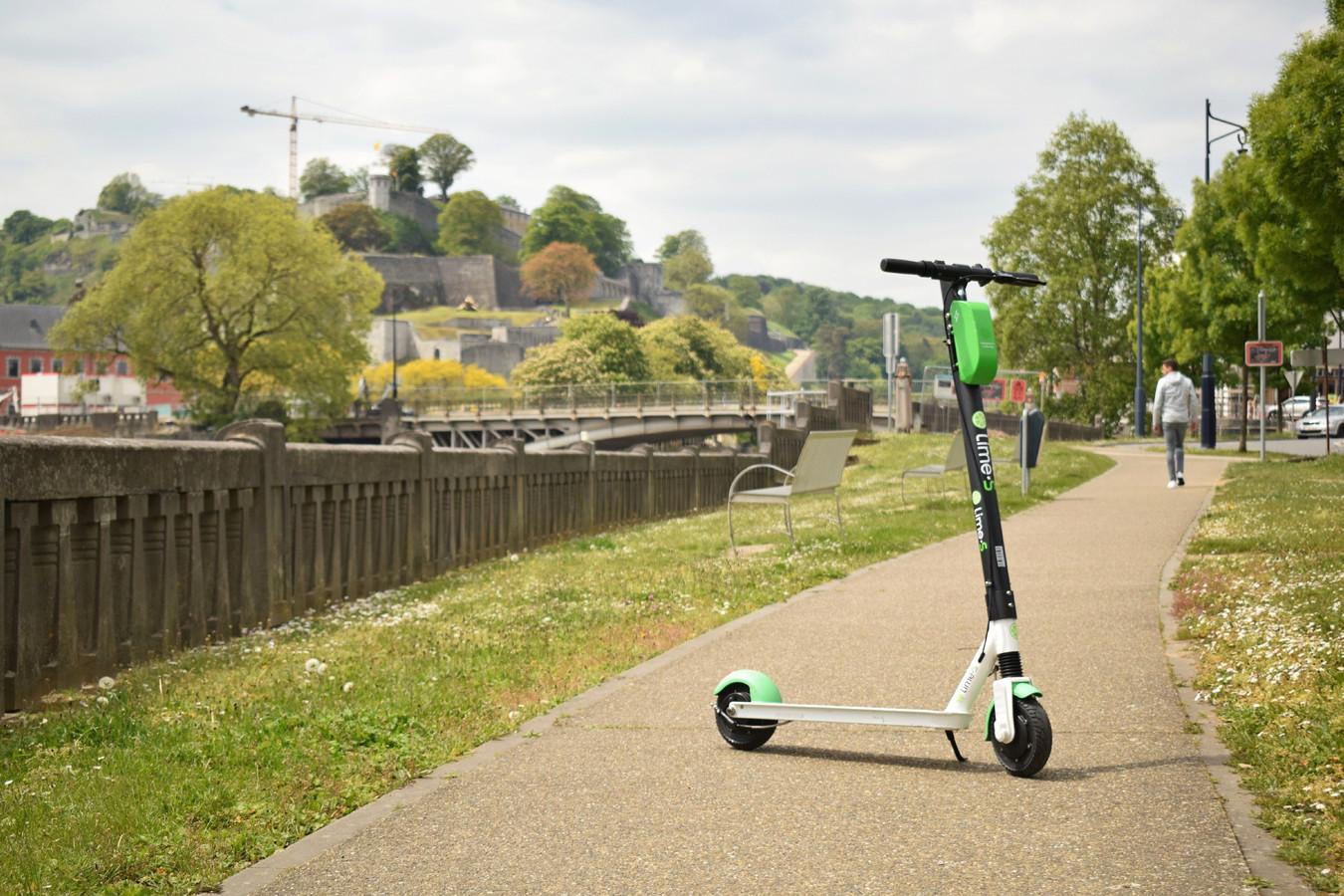 Une trottinette électrique de la marque Lime à Namur.