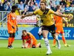 Dessers schiet en kopt NAC via FC Volendam (2-0) naar finale play-offs