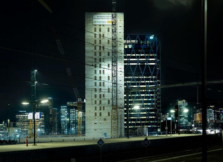 Het gebouw van het Europees Geneesmiddelen Agentschap aan de Amsterdamse Zuidas. Beeld Mark Kohn