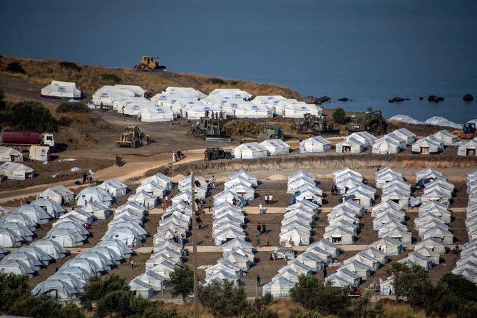 Asielzoekers die besmet raakten met het coronavirus worden geïsoleerd in het tentenkamp.
