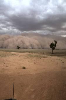 Tempêtes de poussière, tempêtes de grêlons, trombes d'eau, les éléments se déchaînent en Australie