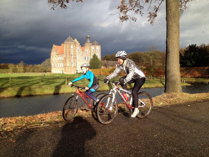 Ruim Zeshonders Mountainbikers Bij 25ste Veldronde Van Stiphout