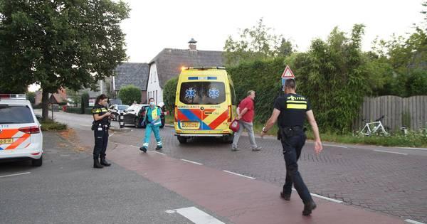 Wielrenster gewond afgevoerd na botsing met auto in Haarsteeg.