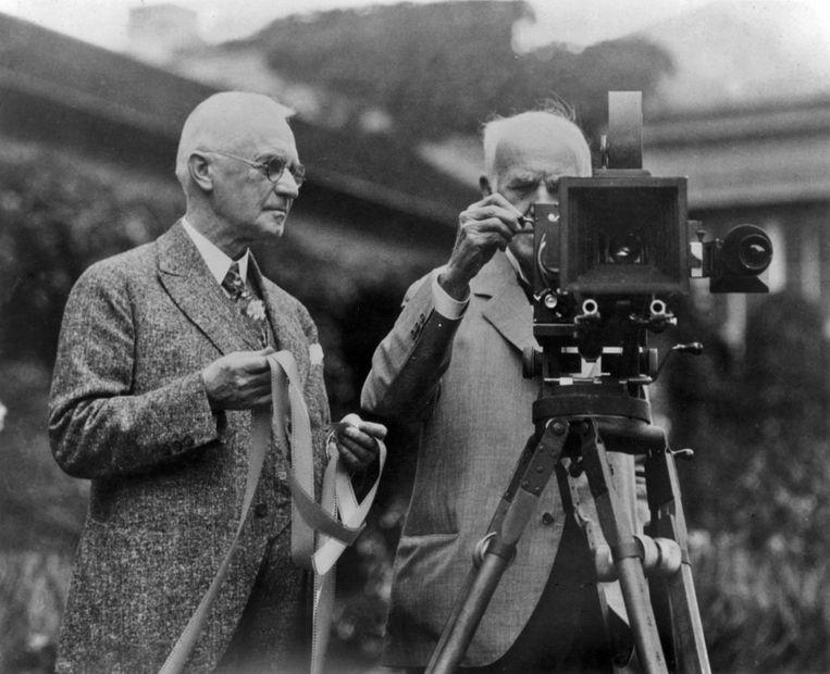 George Eastman (links), stichter van Kodak, en mede-uitvinder Thomas Edison op een vroege foto. © Reuters Beeld