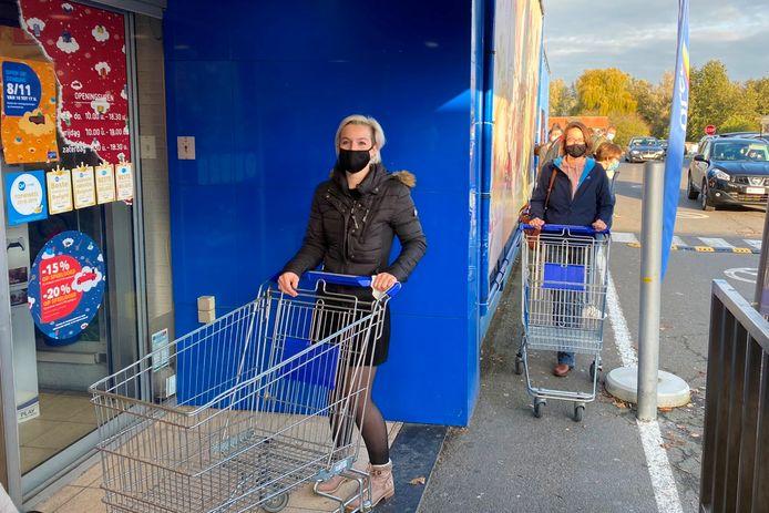 Zussen Maake en Ines Minner stonden zaterdag als eersten voor de deur van Dreamland in Lede.