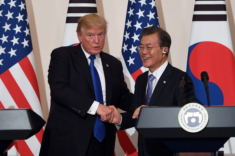 U.S. President Donald Trump and South Korea's President Moon Jae-in shake hands during a joint press conference at the presidential Blue House in Seoul, South Korea, November 7, 2017. REUTERS/Jung Yeon-Je/Pool