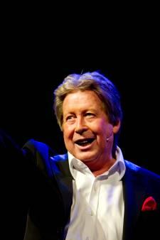 Hans Kazan verzorgt goochelshow in Theaterbakkerheij in Gouda