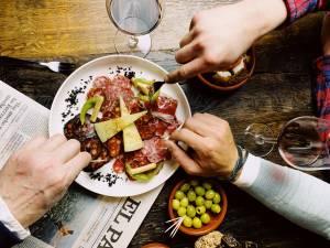 Entre tortilla et gambas à la plancha, El Cuchillo à Lasne vous sert l'Espagne en tapas
