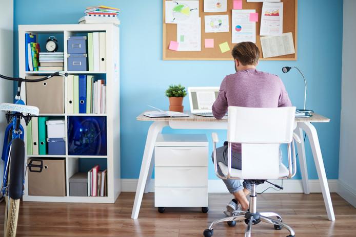 """Thuis kun je je makkelijker concentreren. ,,Iedereen die weleens thuiswerkt weet: het kantoor is eigenlijk een wonderbaarlijk lawaaiige omgeving."""""""