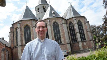 Pastoor Mertens in oog van de storm: volledige kerkraad Sint-Barbara neemt ontslag