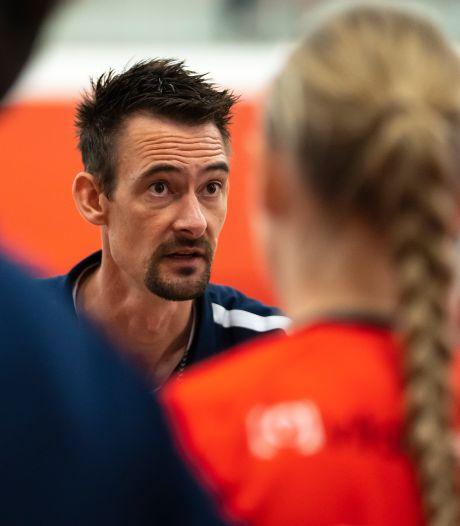 Wie zich bij de handbalsters van Kwiek inhoudt, krijgt van de nieuwe trainer op haar donder