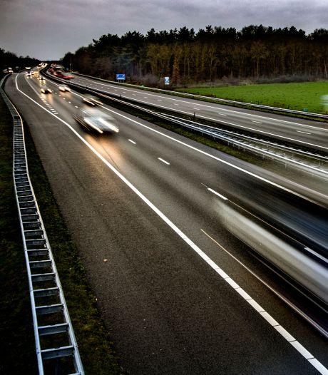 Verkeersleider kijkt op afstand mee naar A67