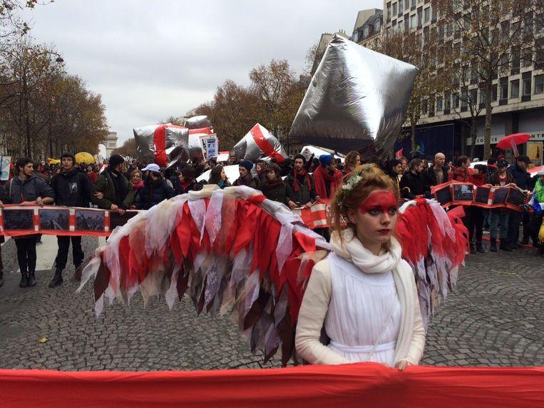 Phoebie (19) is als 'Climate guardian Angel' komen vliegen vanuit Australië. Beeld Pieter Hotse Smit
