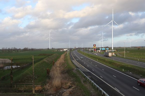 MIDDELKERKE - Krijgen we straks windturbines te zien langs de E40 in Middelkerke, zoals hier gevisualiseerd wordt?