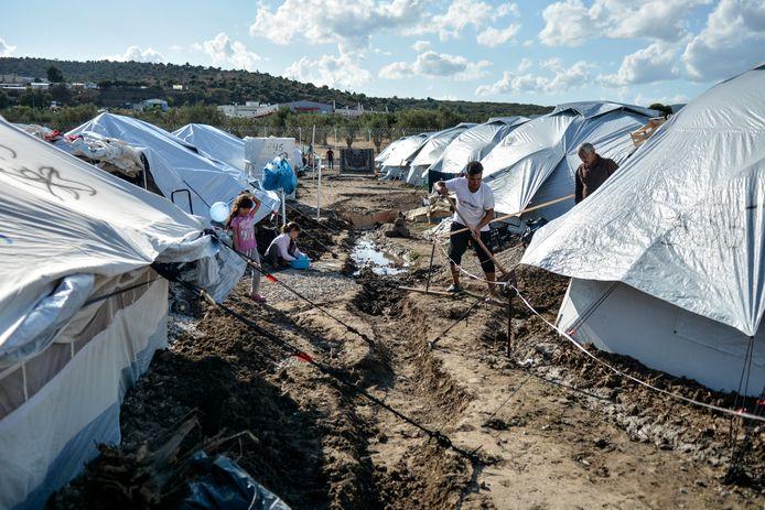Tenten in het nieuwe kamp op Lesbos.