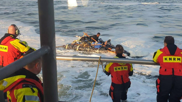 This morning the KNRM brought a 26-year-old man from Eritrea with a homemade raft from the North Sea.