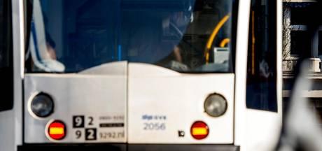 Auto en tram botsen op elkaar in Osdorp