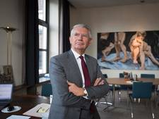 Burgemeester Overbetuwe verdient flink bij