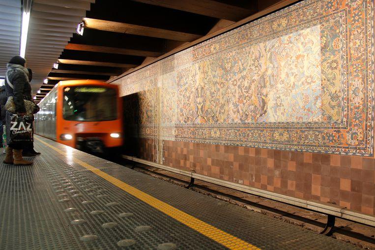 Metroverkeer zwaar verstoord.