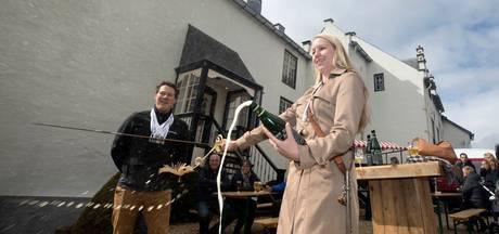Sabreren op eerste editie Ewijks bierfestival