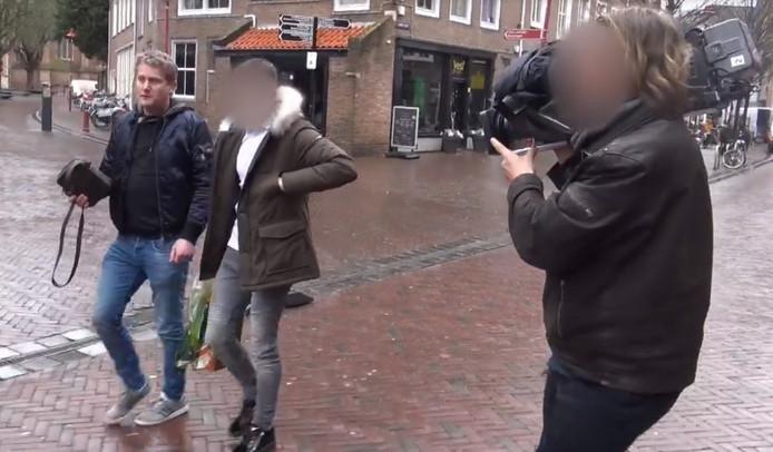 Marijn G. (midden) in Middelburg. Links naast hem Alberto Stegeman die hem ontmaskerde in het programma Undercover in Nederland.