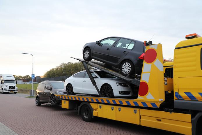 Auto's in beslag genomen bij drugspand in Vlijmen
