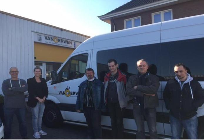Taxibedrijf van Gerwen heeft vijf bussen gratis ter beschikking gesteld die dagelijks gaan pendelen.