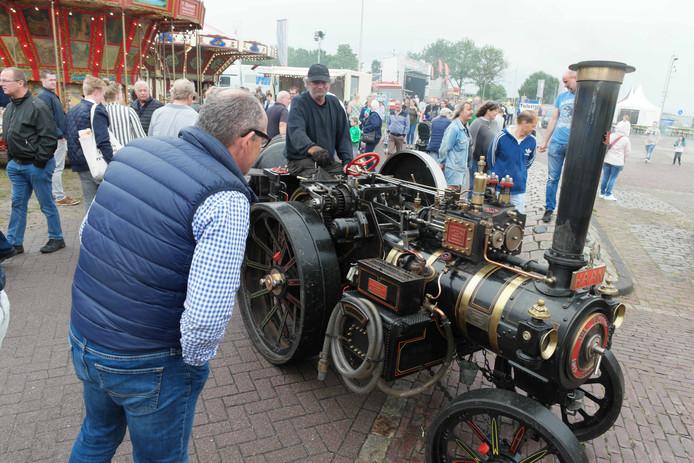 Zo'n oude stoommachine moet je eens van dichtbij hebben gezien.