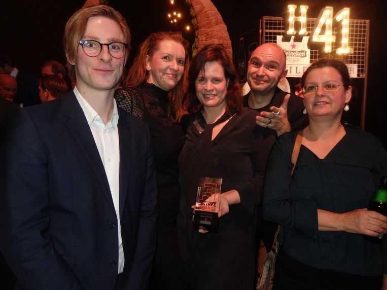 De buren van NewWerktheater winnen Best Coffee Concept. Benjamin Toppen, Sandra van der Heijden, Julia Kortekaas, Jochem Leegstra en Nanda Elzinga Beeld Schuim
