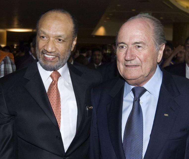 Mohamed Bin Hammam (L) en Sepp Blatter Beeld anp
