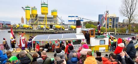 Sint komt voor het eerst aan op nieuwe locatie in Amersfoort: 'Opgelucht dat het gezellig en probleemloos is verlopen'