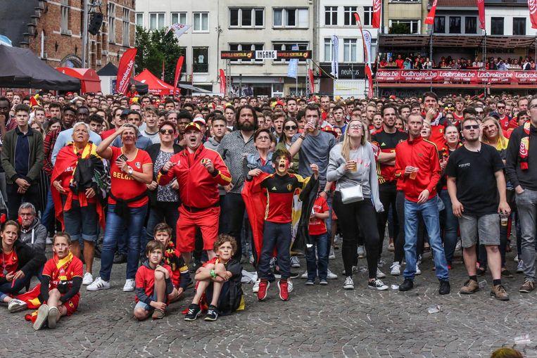 Het WK-dorp op het Schouwburgplein lokte al veel volk.