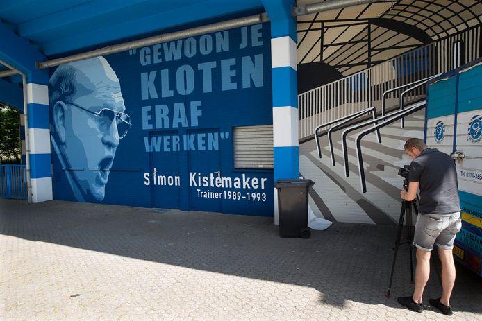 De muurschildering op De Vijverberg als eerbetoon aan Simon Kistemaker.