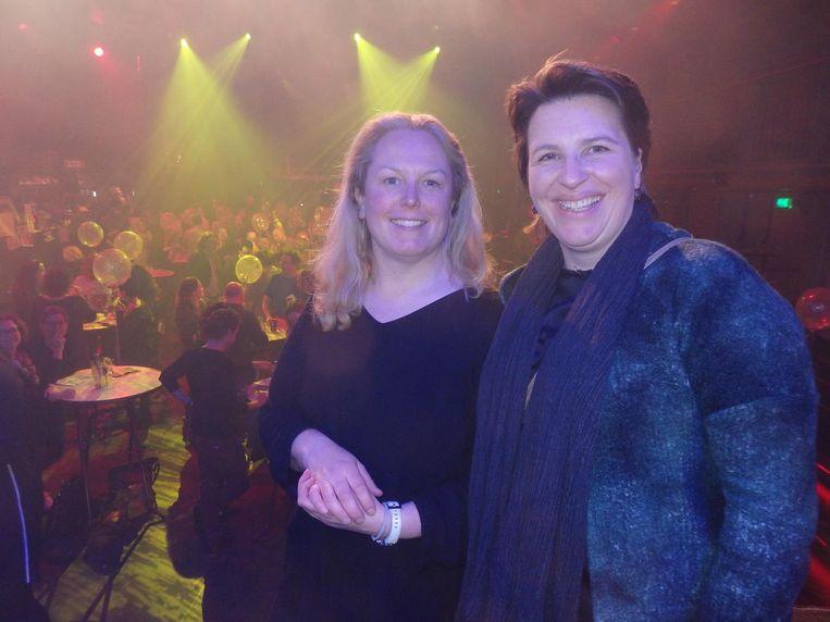Oprichters Renée Kranenberg en Mieke Deiters van de Stichting Uitgestelde Kinderfeestjes, het goede doel van de avond. 'Elk kind verdient een feestje' Beeld Schuim