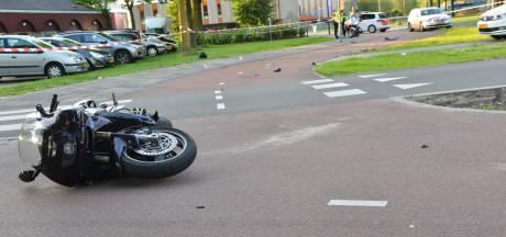 Motorrijder gewond door botsing met lantaarnpaal in Breda