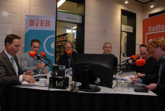 Aan tafel: Marco van der Wel, Han van Kilsdonk, Jos van de Sande, Marianne van der Sloot, Jan Mom en Gijs Rademaker
