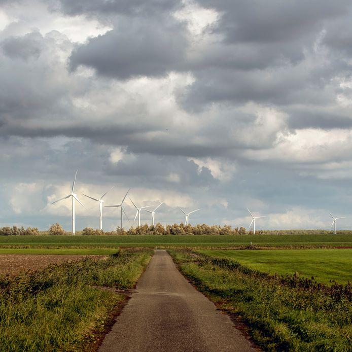 Momenteel staan er acht windmolens aan de Bandijk bij Halsteren.