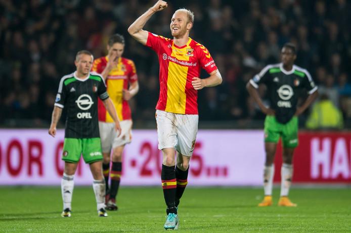 Jop van der Linden in betere tijden, juichend na een doelpunt voor Go Ahead Eagles tegen Feyenoord.