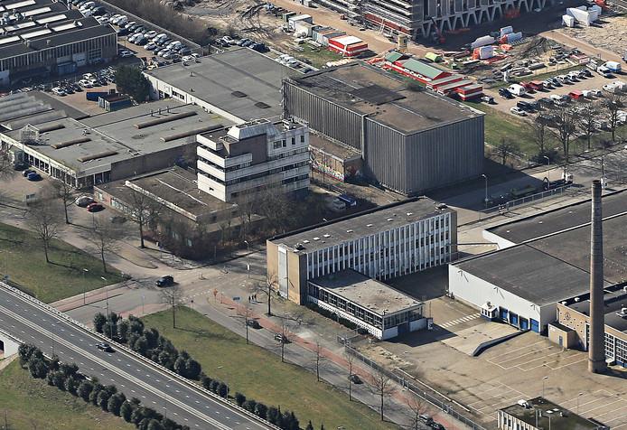 Het voormalige Diesel-kantoor aan de Hugo van der Goeslaan (midden) en het achterliggende oude koelhuis van Campina worden gesloopt. Er komt onder meer een nieuwvestiging van Allsafe Mini Opslag. Op de voorgrond een deel van het FrieslandCampina-complex dat ook herontwikkeld wordt; op de achtergrond werd nog gebouwd aan het nieuwe Augustinianum.