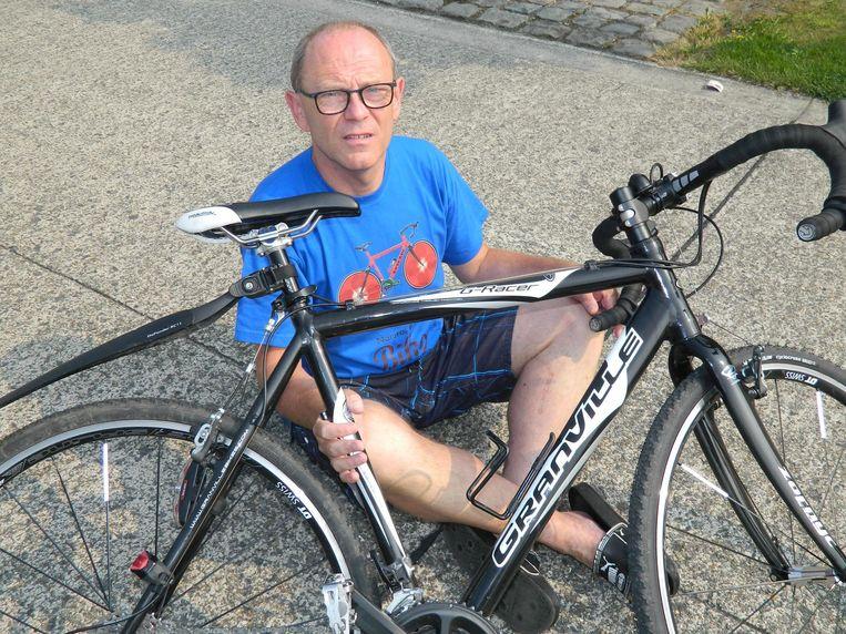 Gino Ghyselinck maakt zich op voor een fietstocht van zeshonderd kilometer.