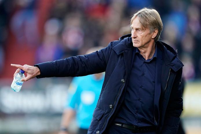 Willem II-trainer Adrie Koster, die gisteren zijn 65ste verjaardag vierde, heeft in aanloop naar de uitwedstrijd tegen ADO Den Haag (zaterdag, 20.45 uur) te maken met luxe-problemen.