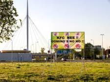 Spandoek tegen snackstraat in Veldhoven alweer verwijderd: 'KFC NEE !! DOMINO'S NO NO !!'