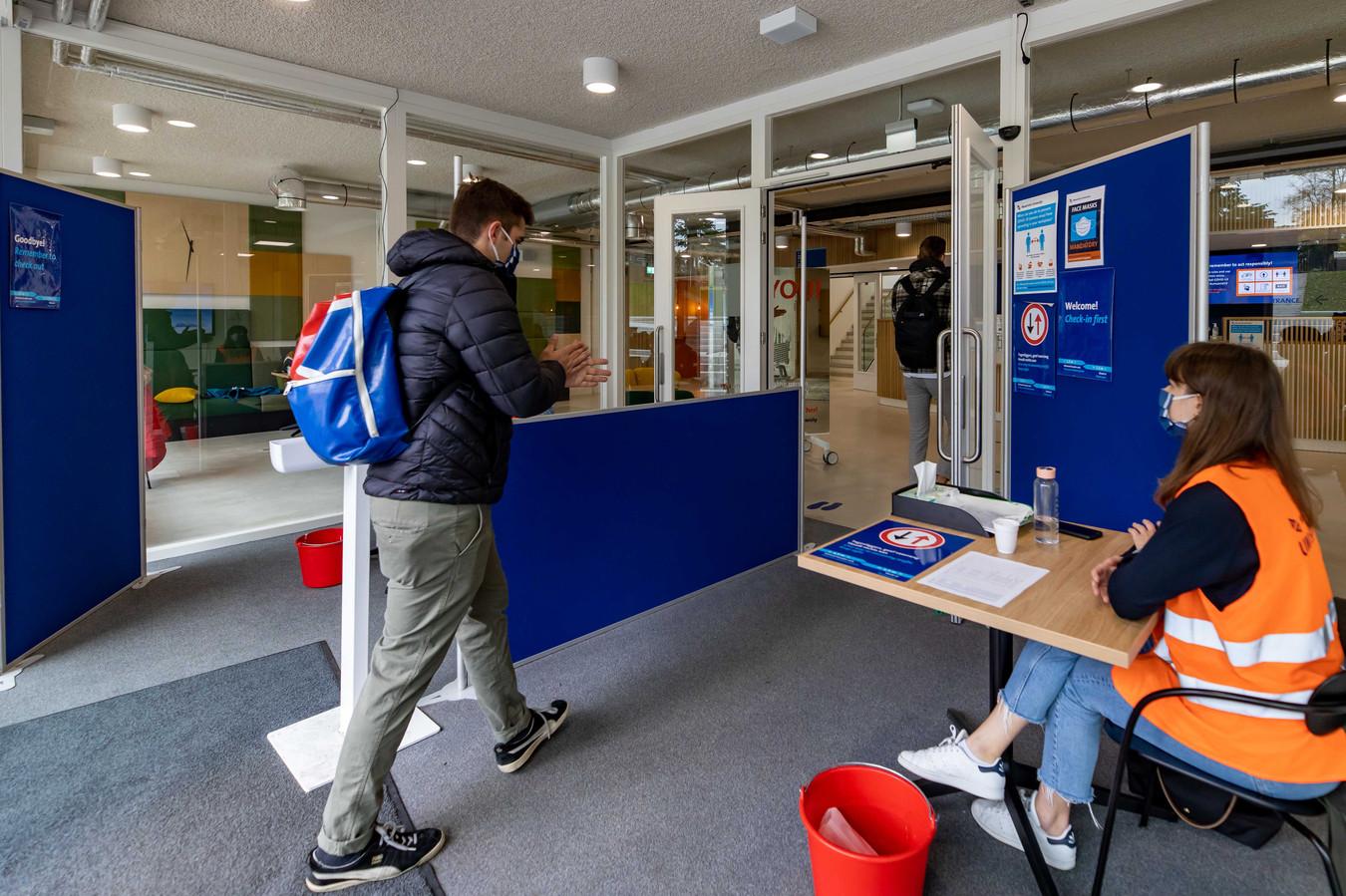 Door corona zijn minder buitenlandse studenten van plan om na afstuderen in Nederland te blijven.
