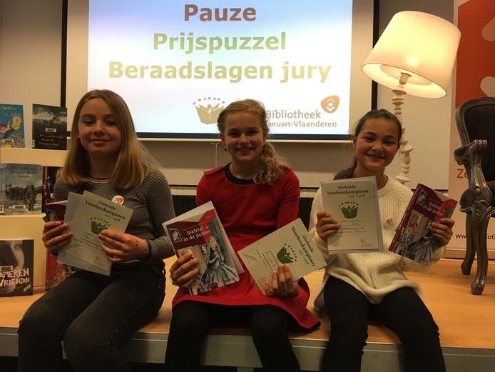 Winnaars Zeeuws-Vlaamse voorleeswedstrijd, vlnr Fleur Manneke, Annemae de Nood en Romy Wilhelm.