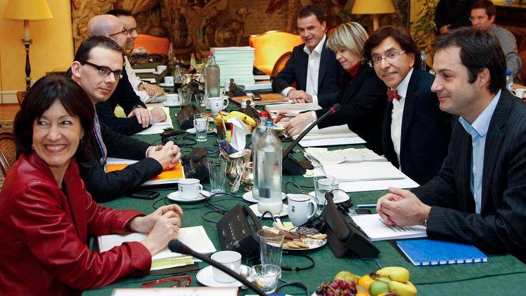 Elio Di Rupo en de onderhandelaars.