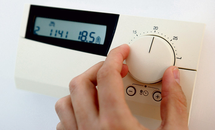 Hoger of lager? foto archief DEN HAAG  Een thermostaat. Door de lage temperaturen neemt het gasverbruik toe. ANP XTRA LEX VAN LIESHOUT;Den Haag;Nederland